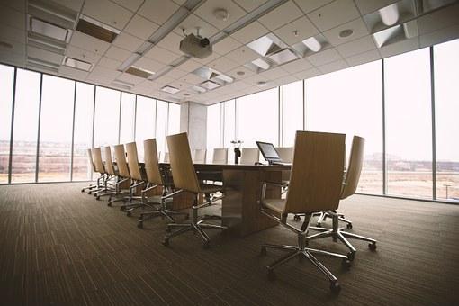 Защо да наемете фирма за почистване на офиси, а не служител на трудов договор?