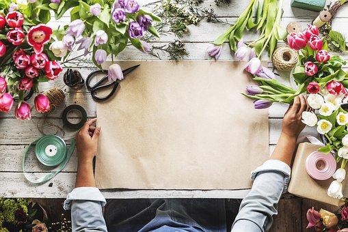 Кошница с цветя или стандартен букет – какво да изберем?