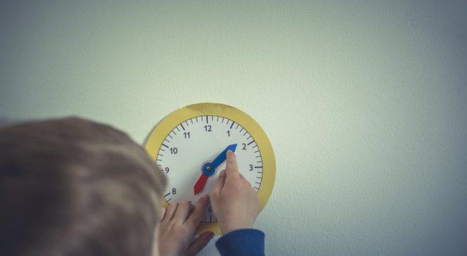 Кога е време за първия часовник за детето и как да го изберете